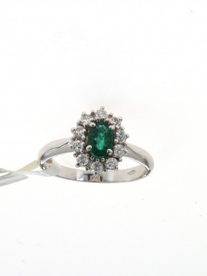 Anello in oro bianco con smeraldo ovale e diamanti - smer-114