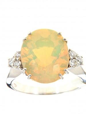 Anello fantasia con opale centrale e tre brillanti per parte - opale-36